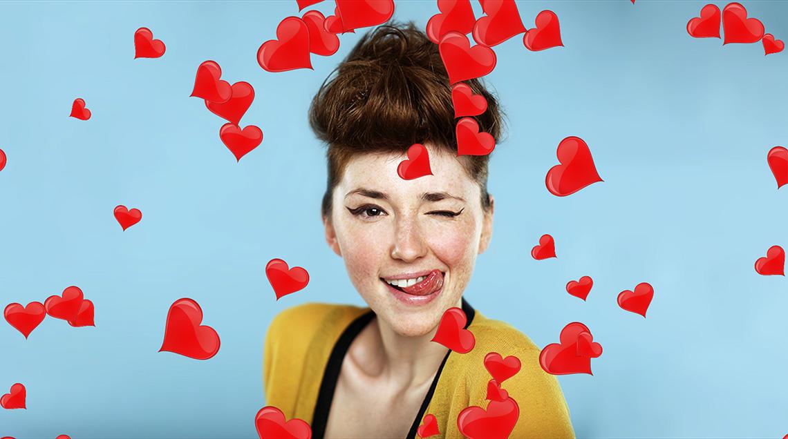 Создайте красивую видеооткрытку с летающими сердечками для своей второй половинки
